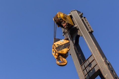 Minimizing Crane Hazards with Industrial Safety Management